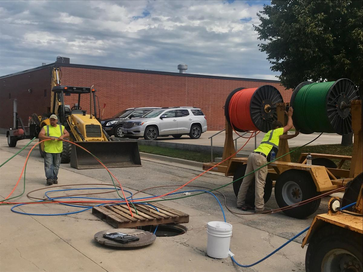 AMU Communications - Pulling Fiber